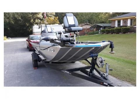 2015 Lowe 16 Scorpion Bass Boat.