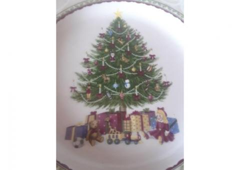 "Noble Excellence ""Holly Tree"" Plates"